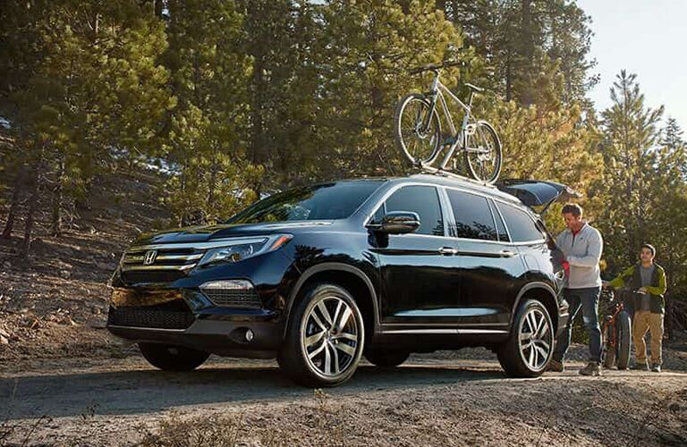full view of the Honda Pilot with a bike on top