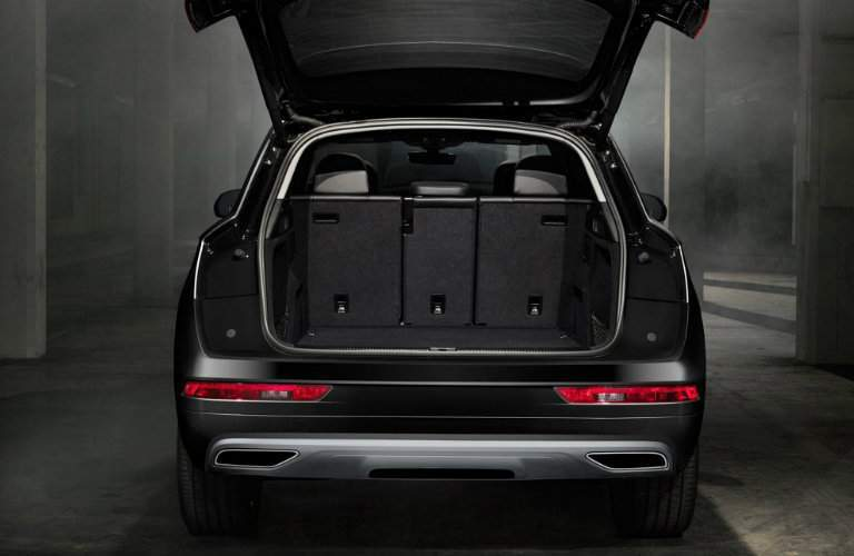 Rear door opening to cargo volume of 2018 Audi Q5