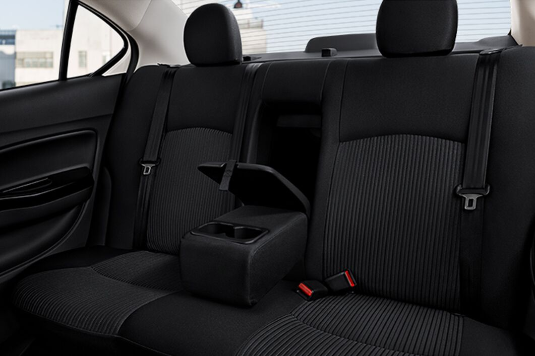 mitsubishi mirage g4 seating space