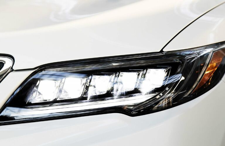 front headlight of the 2018 Acura RDX