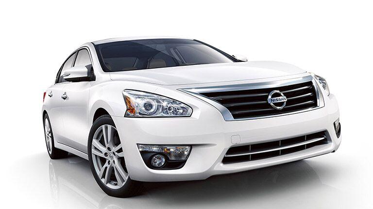 2015 Nissan Rogue vs. 2015 Nissan Altima