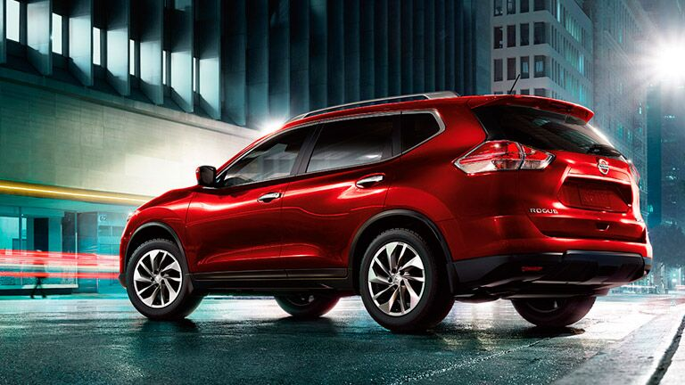 2015 Nissan Rogue red