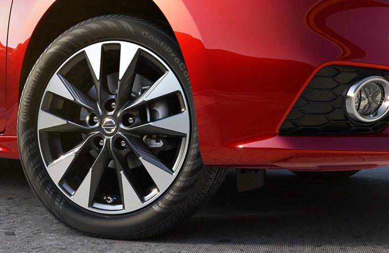 2016 Nissan Sentra SV vs SR wheel design