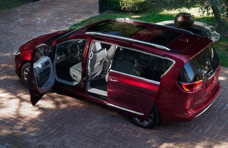 birds eye view of 2018 Chrysler Pacifica