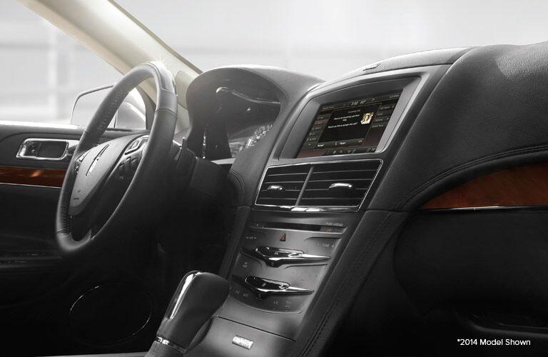 2014 MKT interior steering wheel_o