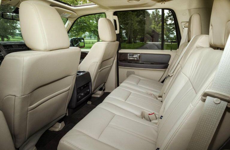 2016 Lincoln Navigator cabin_o
