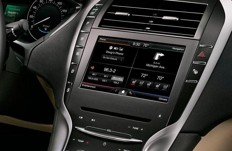 2016 Lincoln MKZ infotainment console