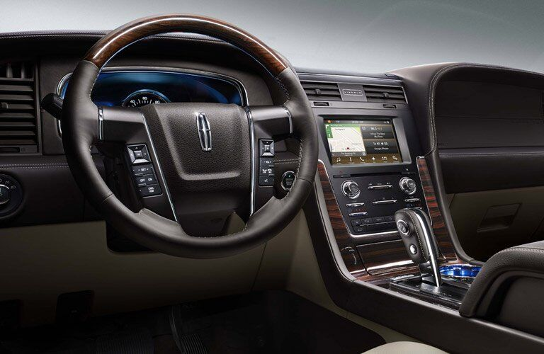 2017 Lincoln Navigator luxury features and options
