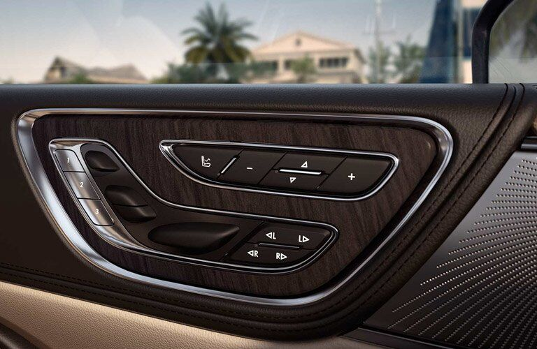 2017 Lincoln Continental seat controls