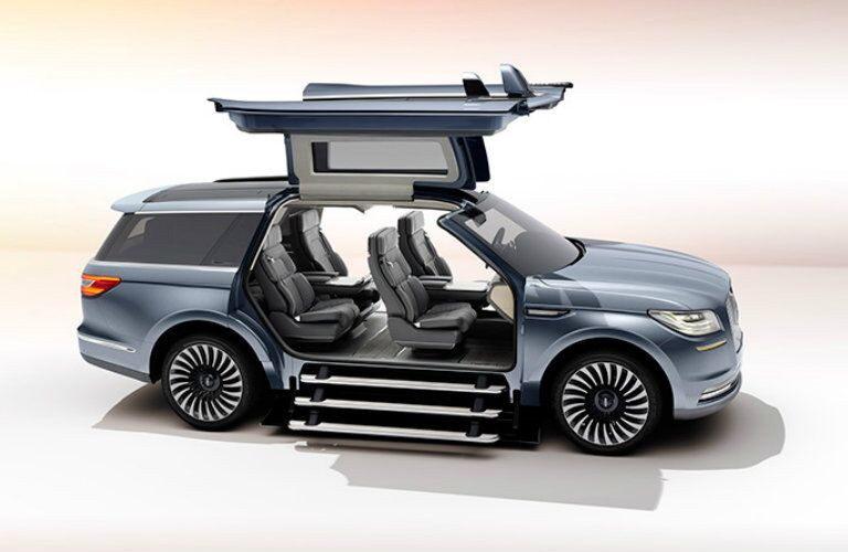 2017 Lincoln Navigator Concertina steps and gull wings_o