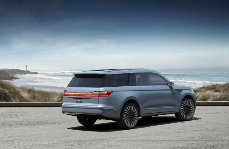 2017 Lincoln Navigator back of vehicle_o
