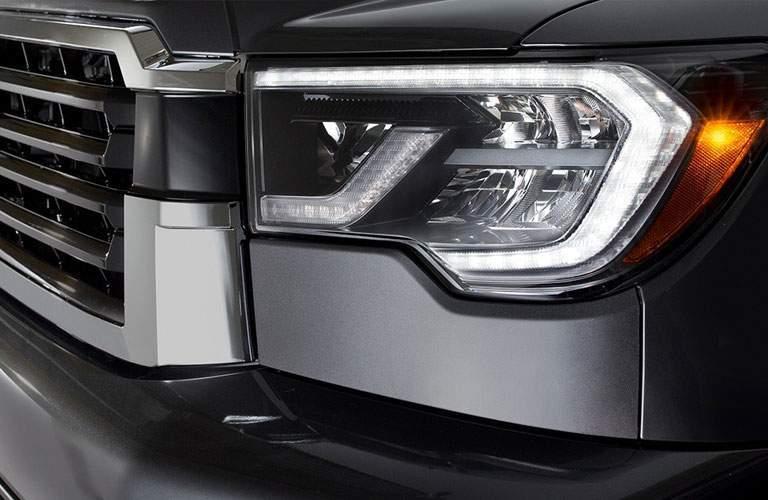 2018 Toyota Sequoia front light