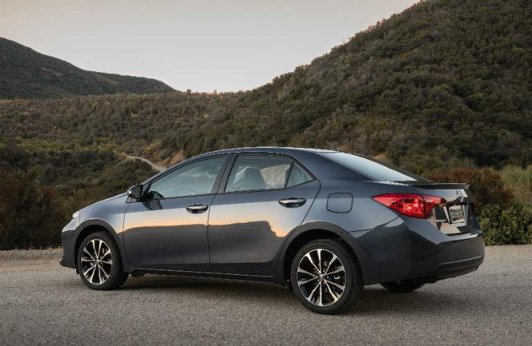 A left profile view of the 2018 Toyota Corolla in grey on the side of the road