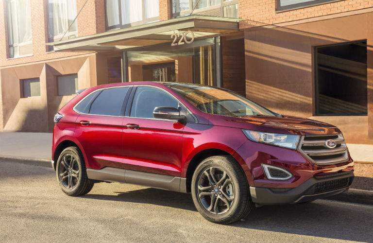 A front right quarter view of a 2018 Ford Edge parked in front of a building