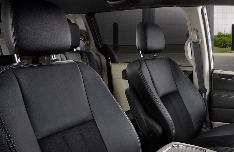 does the 2016 dodge grand caravan have leather seats?
