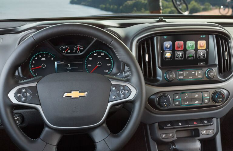 2017 Chevy Colorado dashboard layout and design