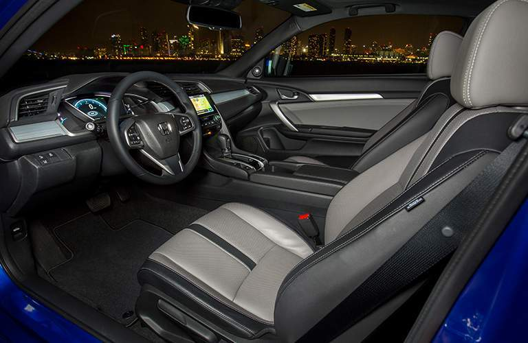 Side view of the 2018 Honda Civic Coupe's front seats