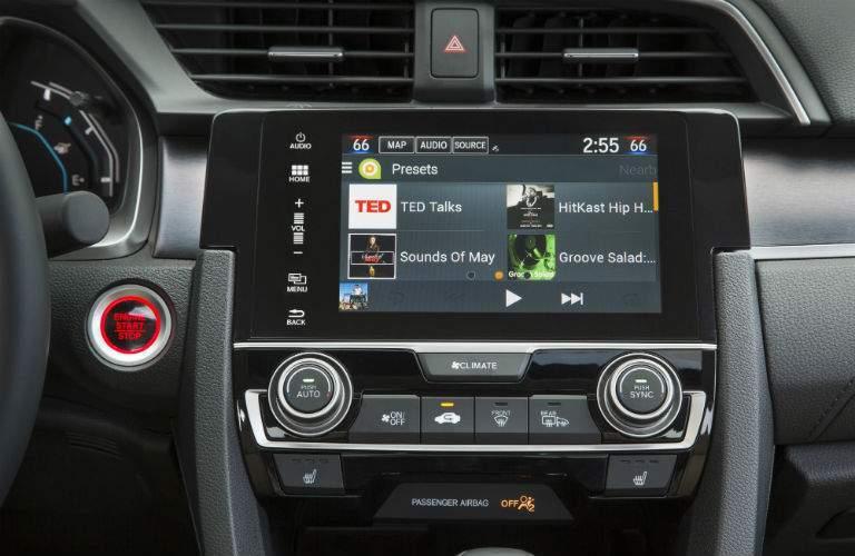 Color touchscreen of the 2018 Honda Civic Sedan
