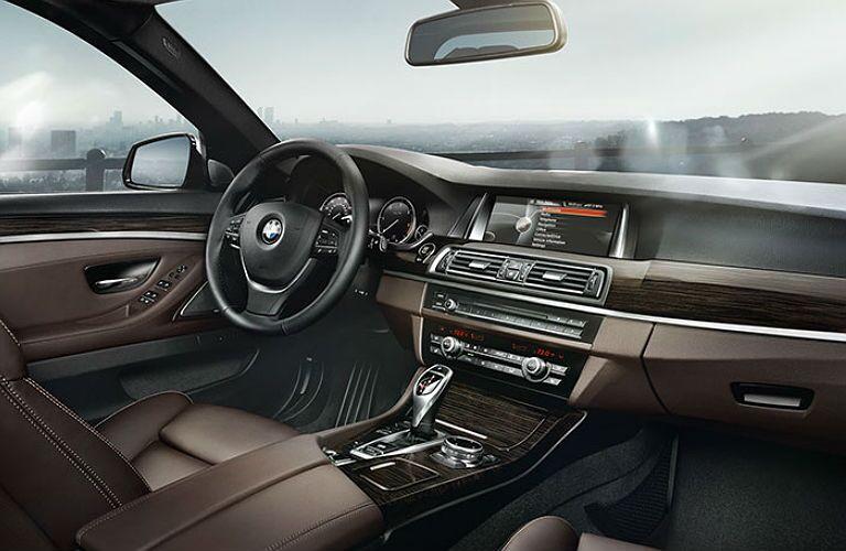2016 BMW 5 Series infotainment center