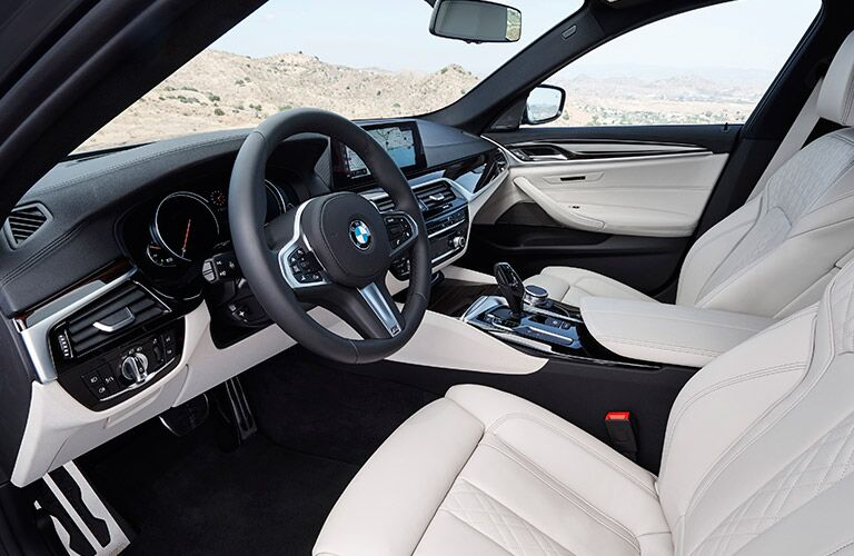 2017 BMW 5 series front interior view
