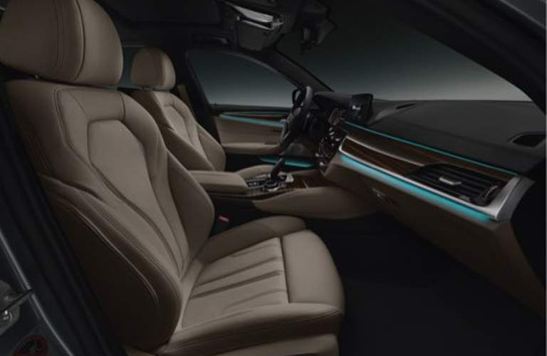 brown front seats of the 2018 BMW 5 Series