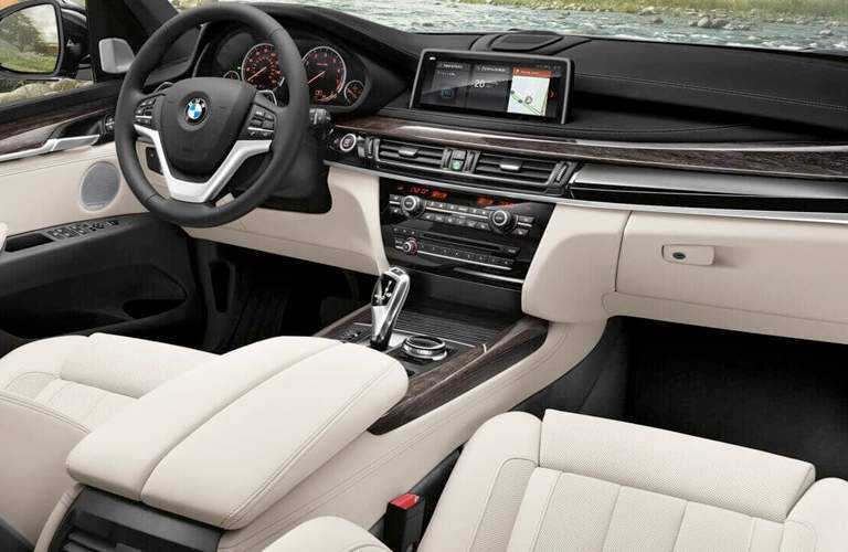 interior view of the dashboard of the 2018 BMW X5