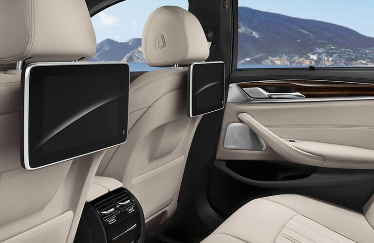 rear entertainment system available in the 2019 BMW 5 Series