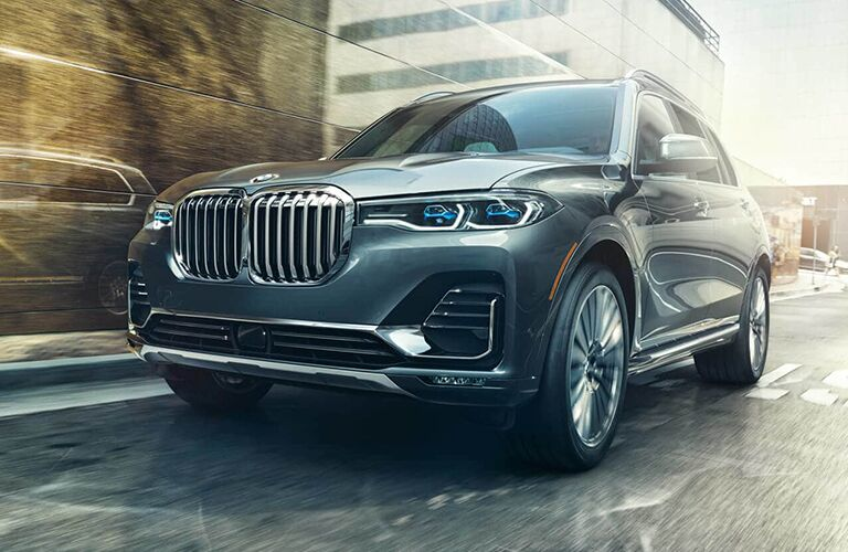 front of the 2019 BMW X7 in the city