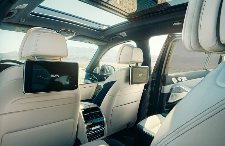 2020 BMW X7 entertainment system