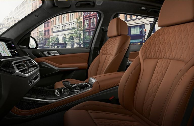2020 BMW X7 front seats