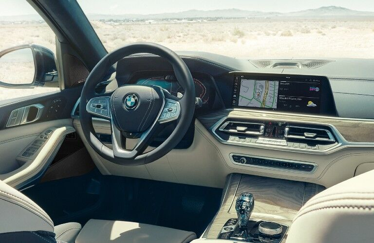 2021 BMW X7 dashboard and steering wheel
