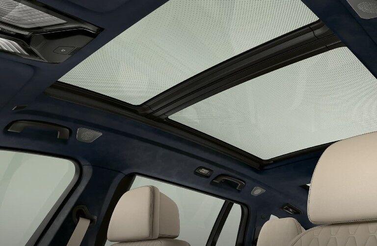 2021 BMW X7 panoramic sunroof