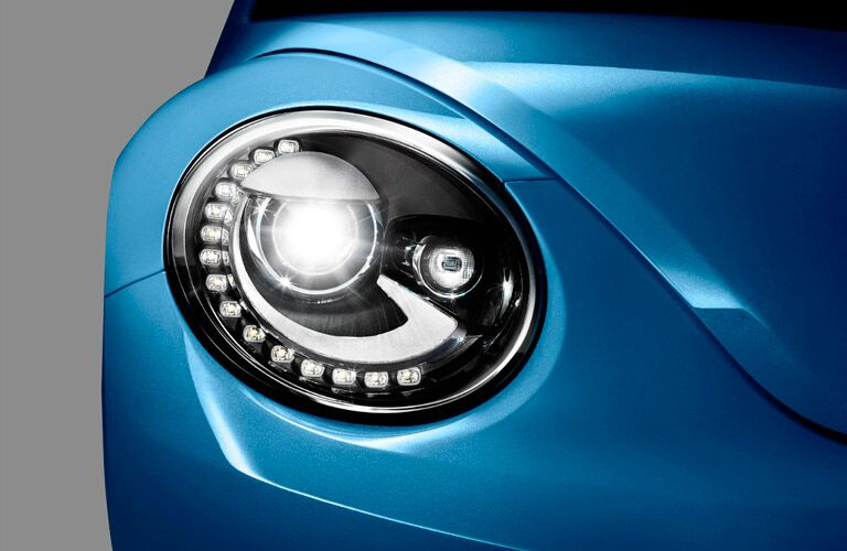 front headlights with LED running lights of the 2017 Volkswagen Beetle