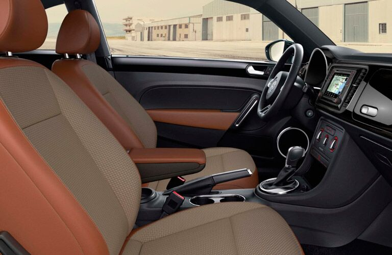 front seats, steering wheel and dashboard of the 2017 Volkswagen Beetle