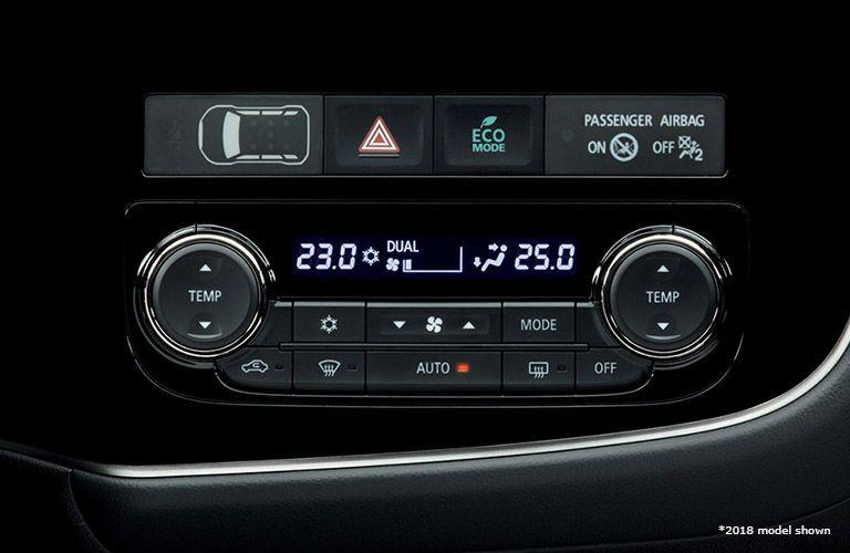 2018 Mitsubishi Outlander PHEV climate control