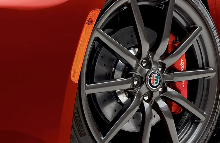 wheel design on 2018 Alfa Romeo 4C