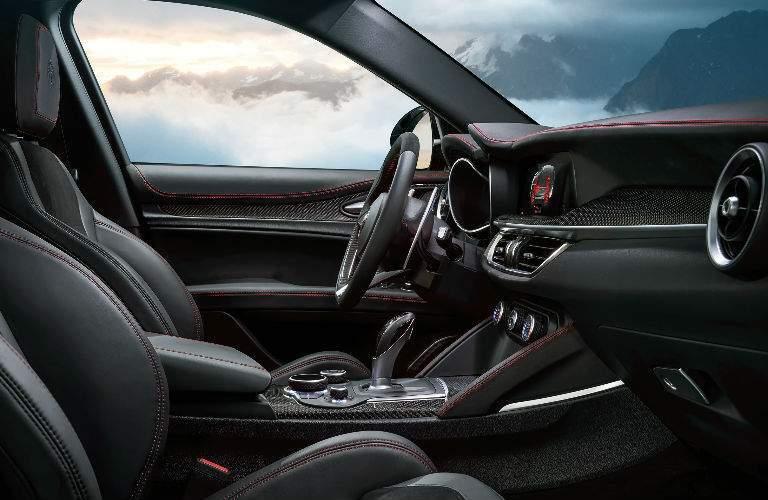 2018 Alfa Romeo Stelvio cabin space