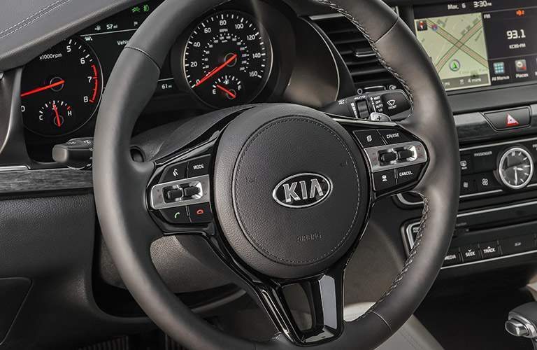 2017 Kia Cadenza steering wheel design