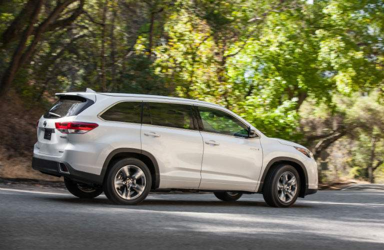 2018 Toyota Highlander Hybrid Exterior Rear Passenger Side Profile