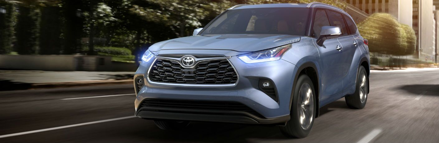2020 Toyota Highlander Exterior Driver Side Front Angle