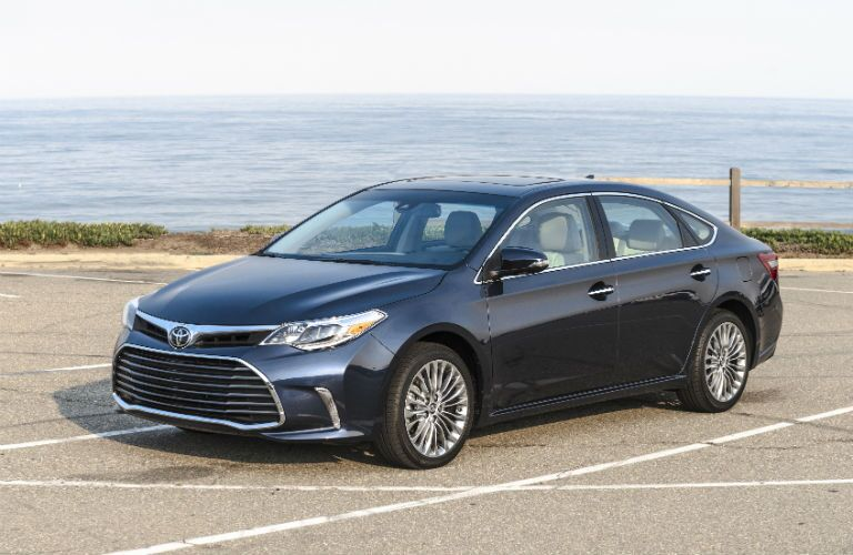 Luxury car, midsize price 2017 Toyota Avalon Moline, IL