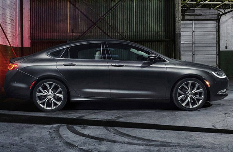 Chrysler 200 model research and reviews