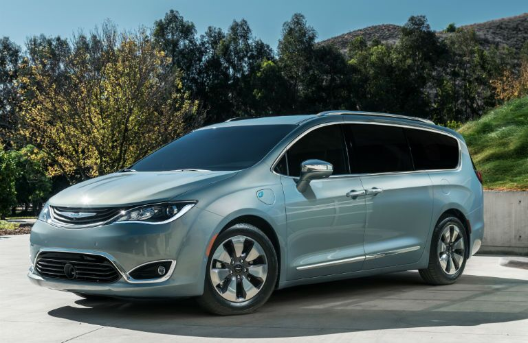 Chrysler Pacifica model research and reviews