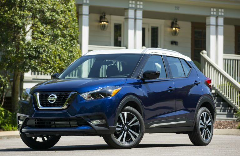 A front left quarter photo of the 2018 Nissan Kicks in front of a house.