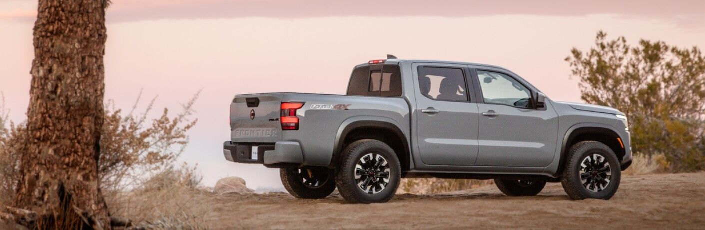 A right profile photo of the 2022 Nissan Frontier.