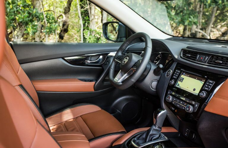 An interior photo of the driver's cockpit in the 2018 Rogue.