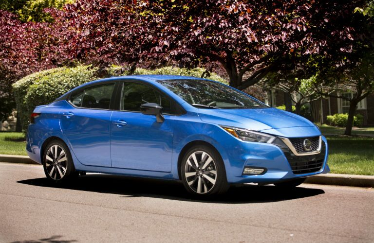 A right profile photo of the 2021 Nissan Versa.