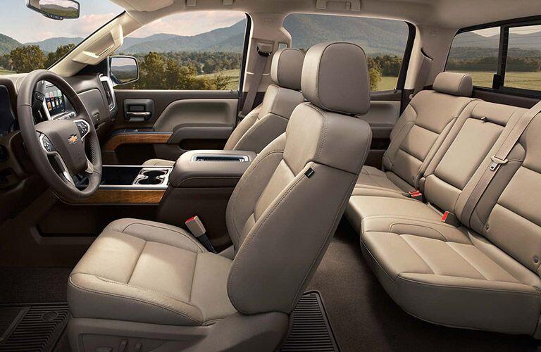 Interior of the 2016 Chevy Silverado 2500hd five person