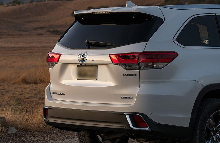 White 2017 Toyota Highlander Hybrid Rear Exterior