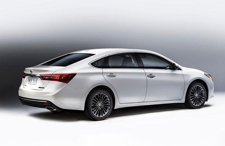 Rear/side profile of 2016 Toyota Avalon